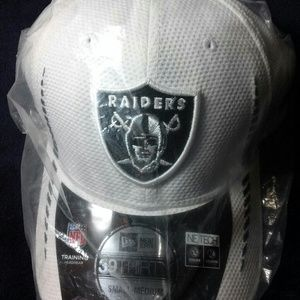 New Era Fitted Raiders Hat Size Small-Medium NWOT